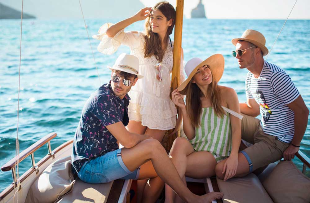 Cómo vestir para un paseo en barco