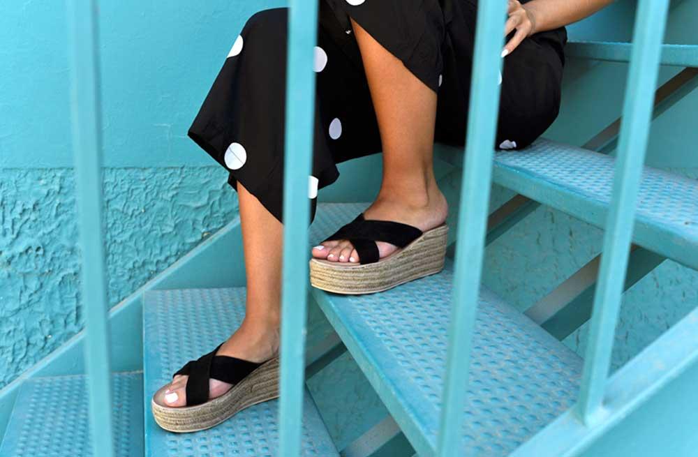 Las sandalias perfectas para lucir tus vestidos de verano sin usar tacón