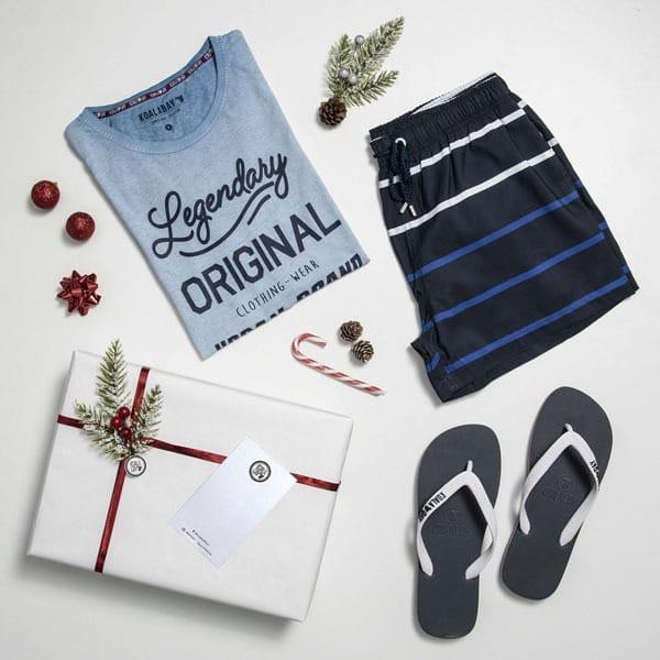camiseta bañador y chancas de hombre azul